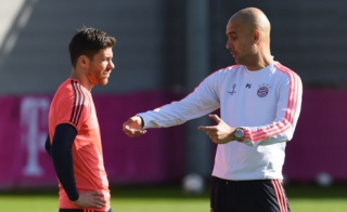 Xabi Alonso e Guardiola - Treino do Bayern de Munique