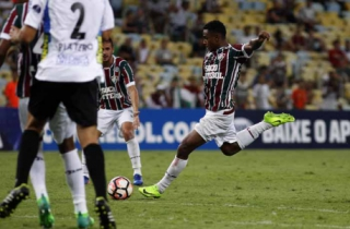 Wendel, do Fluminense, contra o Liverpool-URU