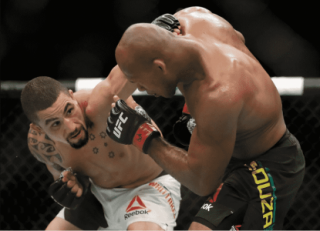 Ronaldo Jacaré foi nocauteado por Robert Whittaker no UFC Fight Night