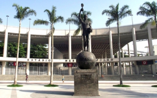 Estátua do Bellini no Maracanã