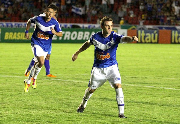 Gol do Montillo - Cruzeiro x Avaí (Foto: Célio Messias)