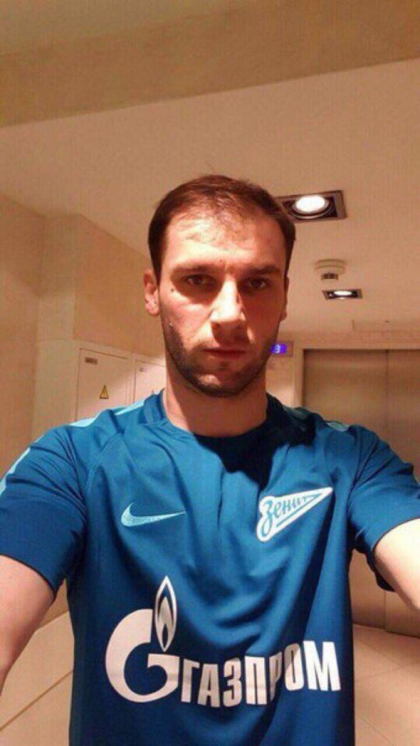 Ivanovic com a camisa do Zenit