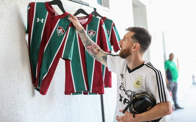 Messi com a camisa do Fluminense